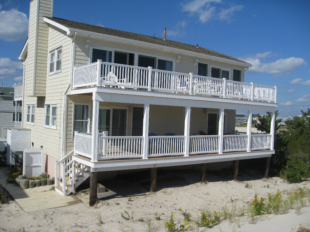 Beach House Rentals For  Per Week