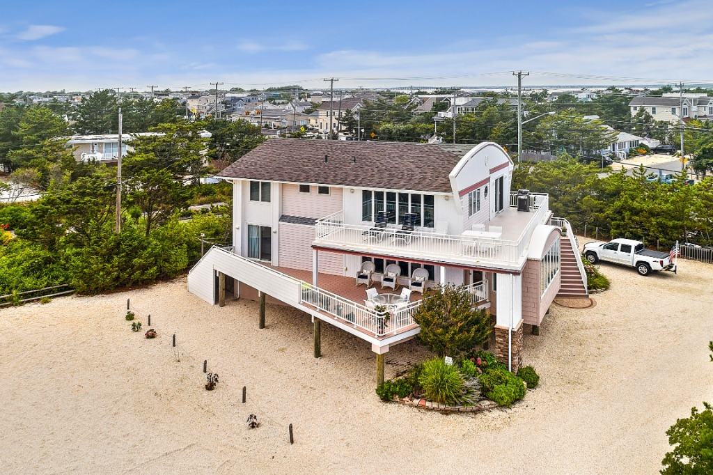 . North Beach House rental  8 Bed   3rd House from Ocean