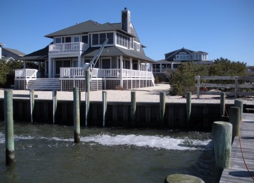 5 BEDROOM SLEEPS 16; WATERFRONT-pet friendly-Handicap Ramp-By Owner