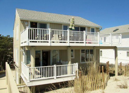 Book 2019 Oceanfront 4 Bedroom with Private walkway over the dune