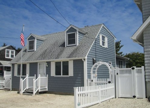 Oceanside Capecod, Large Family Room, 10 Houses to the Beach