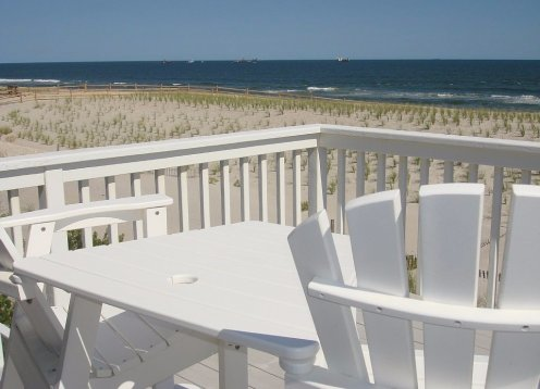 OCEANFRONT ~LBI~Walk to Bay Beach, Playground, & Pickleball courts!