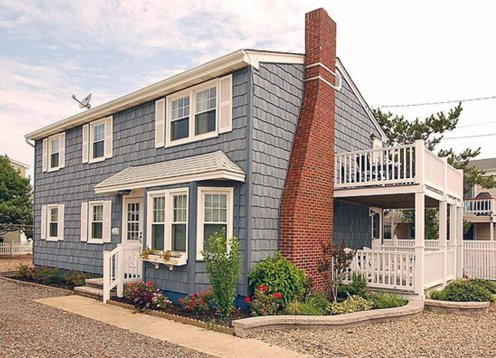 Beautifully Remodeled 3 Bedroom Duplex - Half Block From The Beach