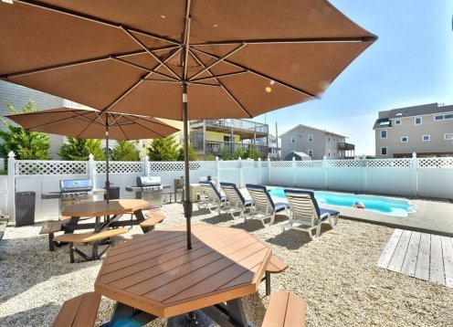 NOW BOOKING 2019-Heated Pool-Roof Top Decks-Steps to the Beach!