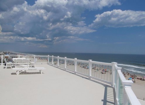 Stunning Oceanfront Home Available Labor day week