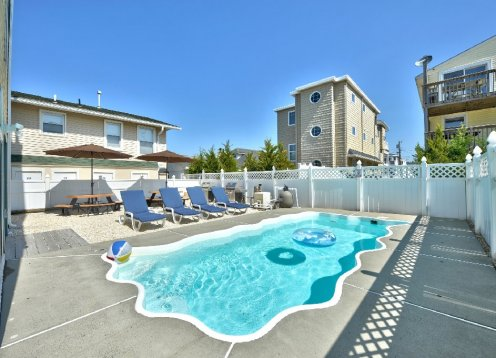 June 22-29 $4,600! Heated Pool-2 from Beach-Amazing Beach Views