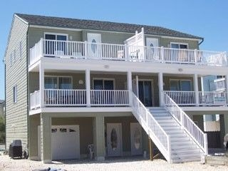 Beautiful 3 BR 2.5 Bath Townhouse across from Beach