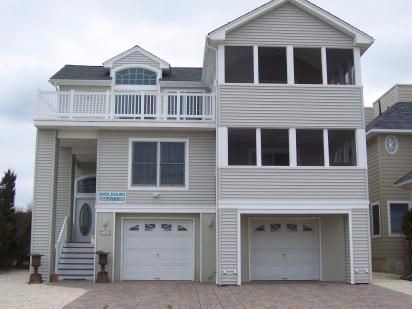 BEAUTIFUL 5 BR 3.5 BATH REVERSED LIVING HOME BEACH HAVEN