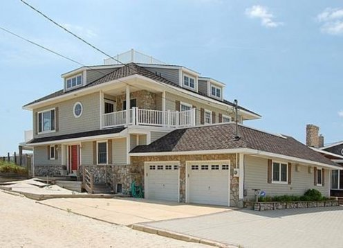 6 Bedroom Oceanfront. Beach Access on Property. Fun convenient locatio