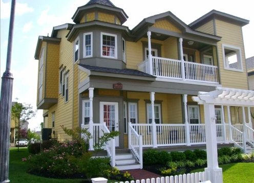New Victorian Home! Walk to Everything,Center of Town!* IMMACULATE!