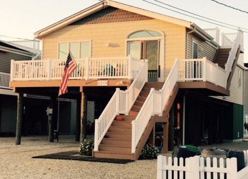 Surf City Beach House - Steps to Bay Beach & Ocean & Shopping