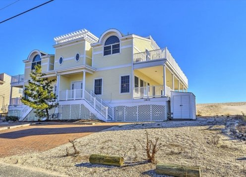 2 weeks left in June PRICE DROP!  Stunning Ocean Front