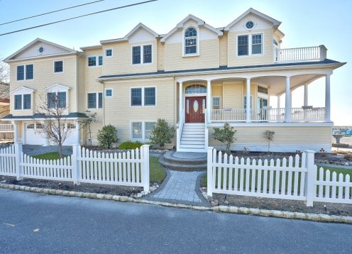 ,Townhouse Available, 3 BR 2.5 bath,reduced rates call owmer