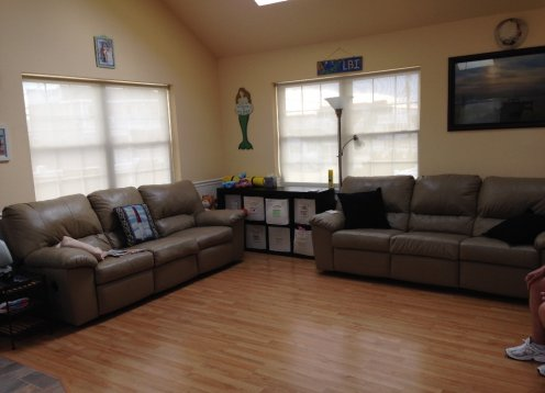 Open Layout Sun-Sun Rental, Central AC, Quiet Block, Fast WiFi