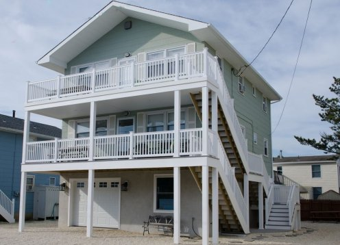 Beautiful and Immaculate Oceanside Duplex!  Steps to the beach!