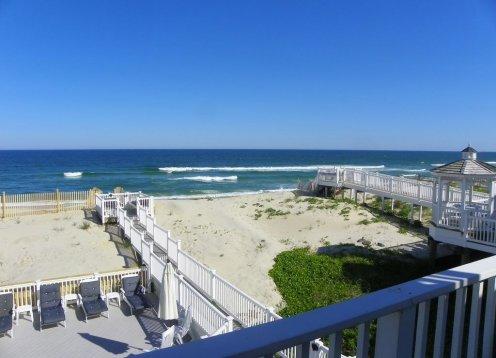 Location, Location, Location!! Private beach access