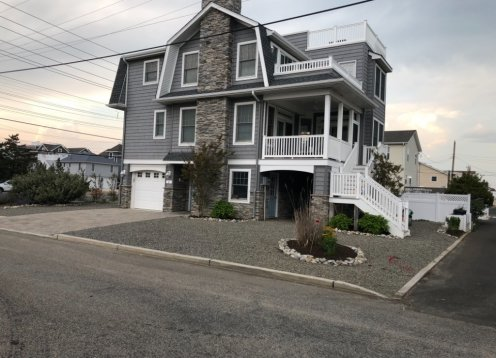 SUNRISE AND SUNSETS, Steps from the Beach, 4 BR, 2.5 Bath +++++