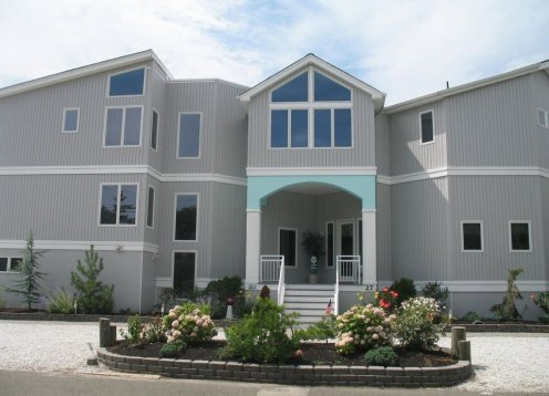 Deluxe 6 Bedroom home on Holly Drive in Loveladies with Pool!