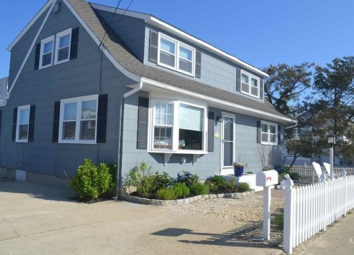 SPECIAL Promotion July 6- July 13 $3600.00 Newly Renovated Beach House