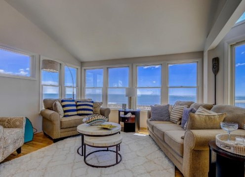 OCEANFRONT -  VIEWS! Tastefully Decorated! Modern, Reverse Living!