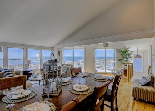 Sept 20 Fri-Fri $4000 -OCEANFRONT -  VIEWS! Tastefully Decorated!