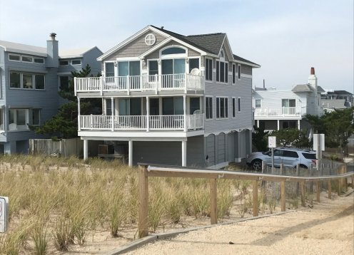 OCEAN FRONT Beautiful Views Beautiful Rental!!! 2nd Floor