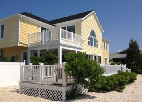 Fantastic Lagoon Front Home, Walking Distance To The Beach