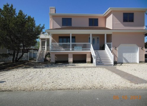 Price reduced $3,000 July 6-13 4 bdrm  2.5 baths 2nd house from ocean
