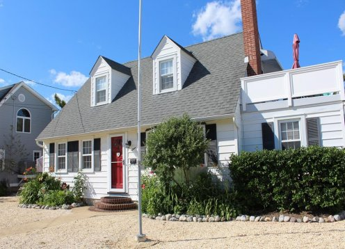 Oceanside Cape Cod in Brant Beach (5 Bedrooms)
