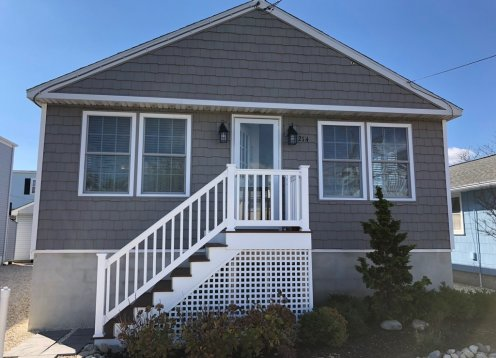 Beautiful Beach Cottage - Oceanside - 2 blks to Ocean in Beach Haven