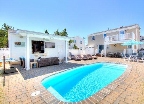 Ideal IndoorOutdoor Living with pool