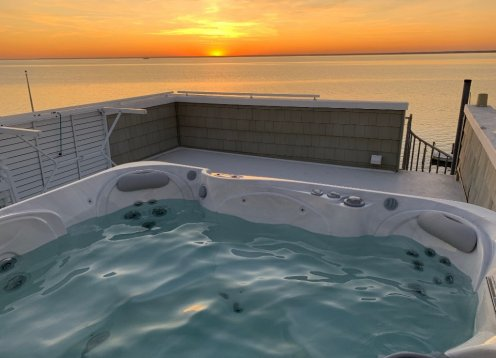 Sunset Paradise, Sand Beach, Rooftop HotTub, Sunsets, Beach, Boating!