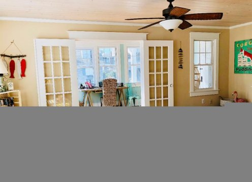 3BR1BA Victorian in LEHYC Area-Steps to beach