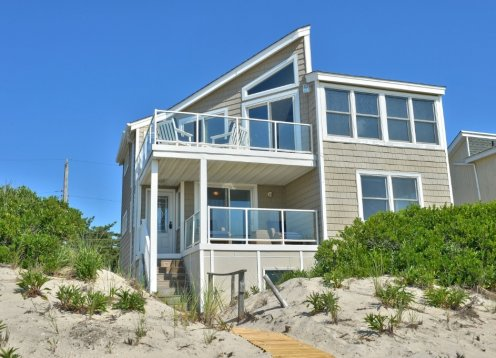 OCEANFRONT-  Open the door walk to the beach! Tastefully Decorated!