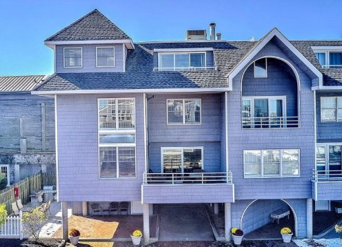 May & Sept available! Beautiful Bayfront Townhome in the heart of BH