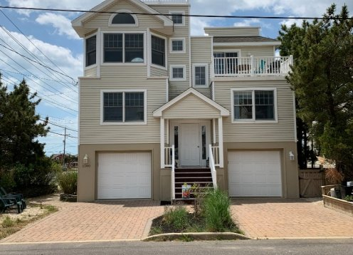 3 bed and 2.5 bath Brant Beach prime 8-28 and 9-4 weeks now available!