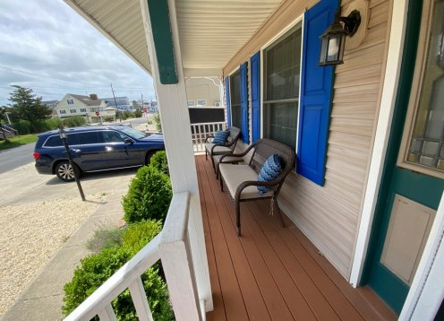 LARGE RENOVATED 4BR SLEEPS 10, STEPS TO BAY, 2 BLOCKS TO BEACH